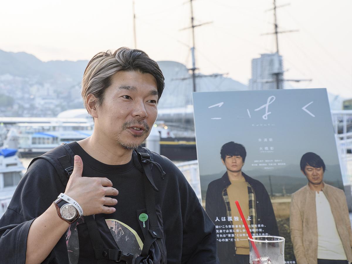 映画「こはく」が生まれた背景について話す横尾監督